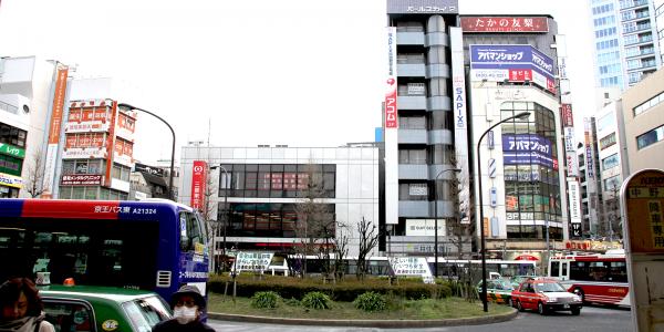 1.中野駅南口のロータリーを左方向へ進んでください。