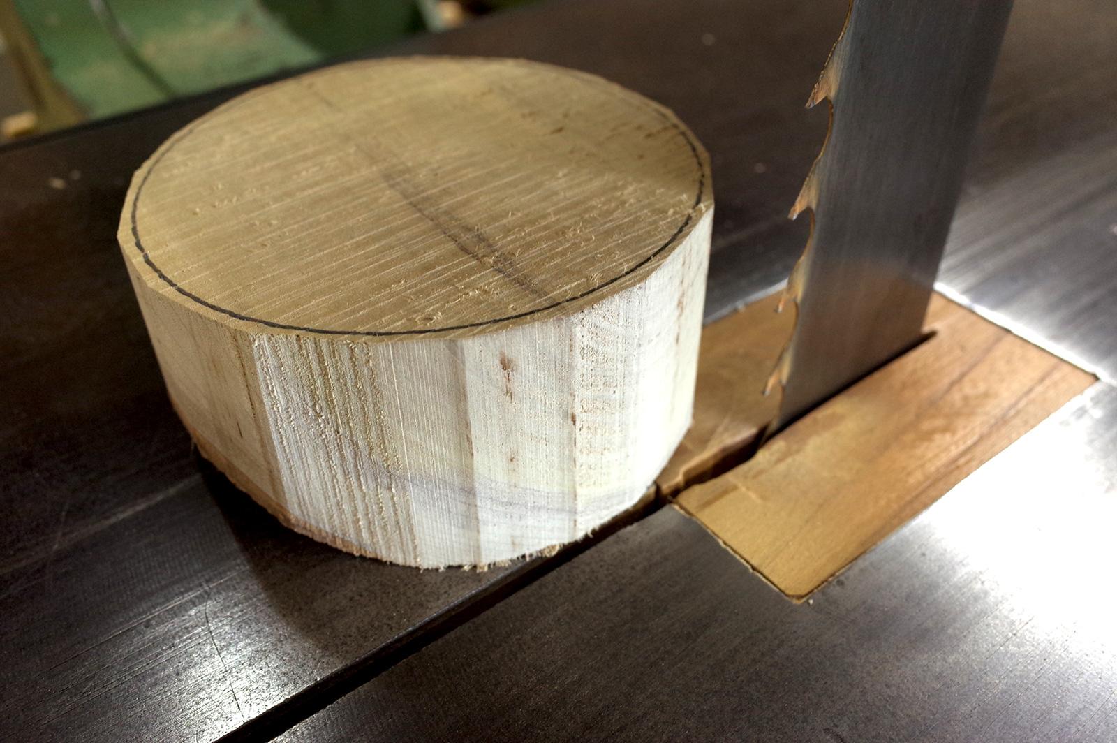 帯鋸で丸く成形