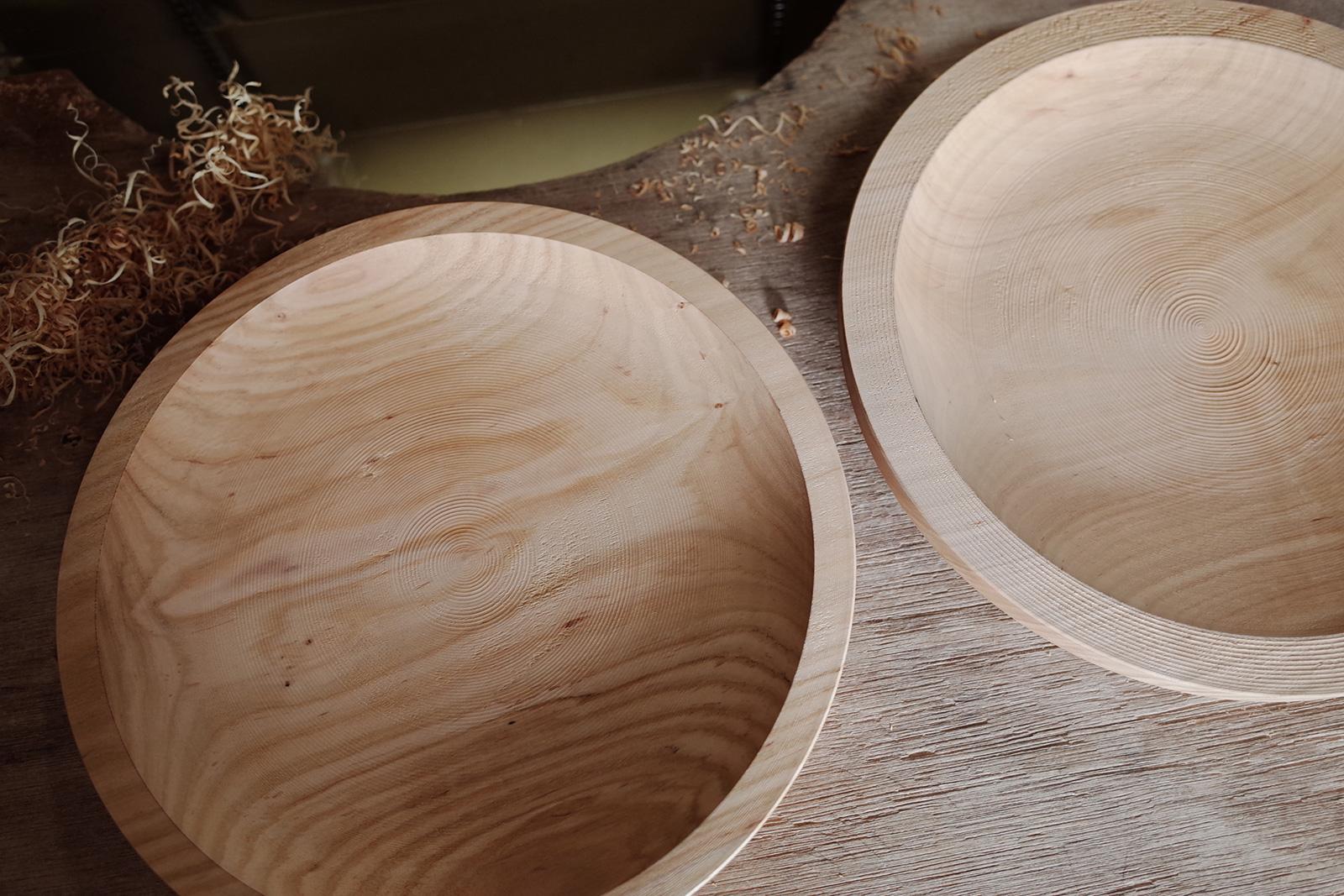 2回目の中削りのビフォーアフター。1回目の中削り後に生じた歪みを取り、仕上げ削りの一歩手前まで成形する。