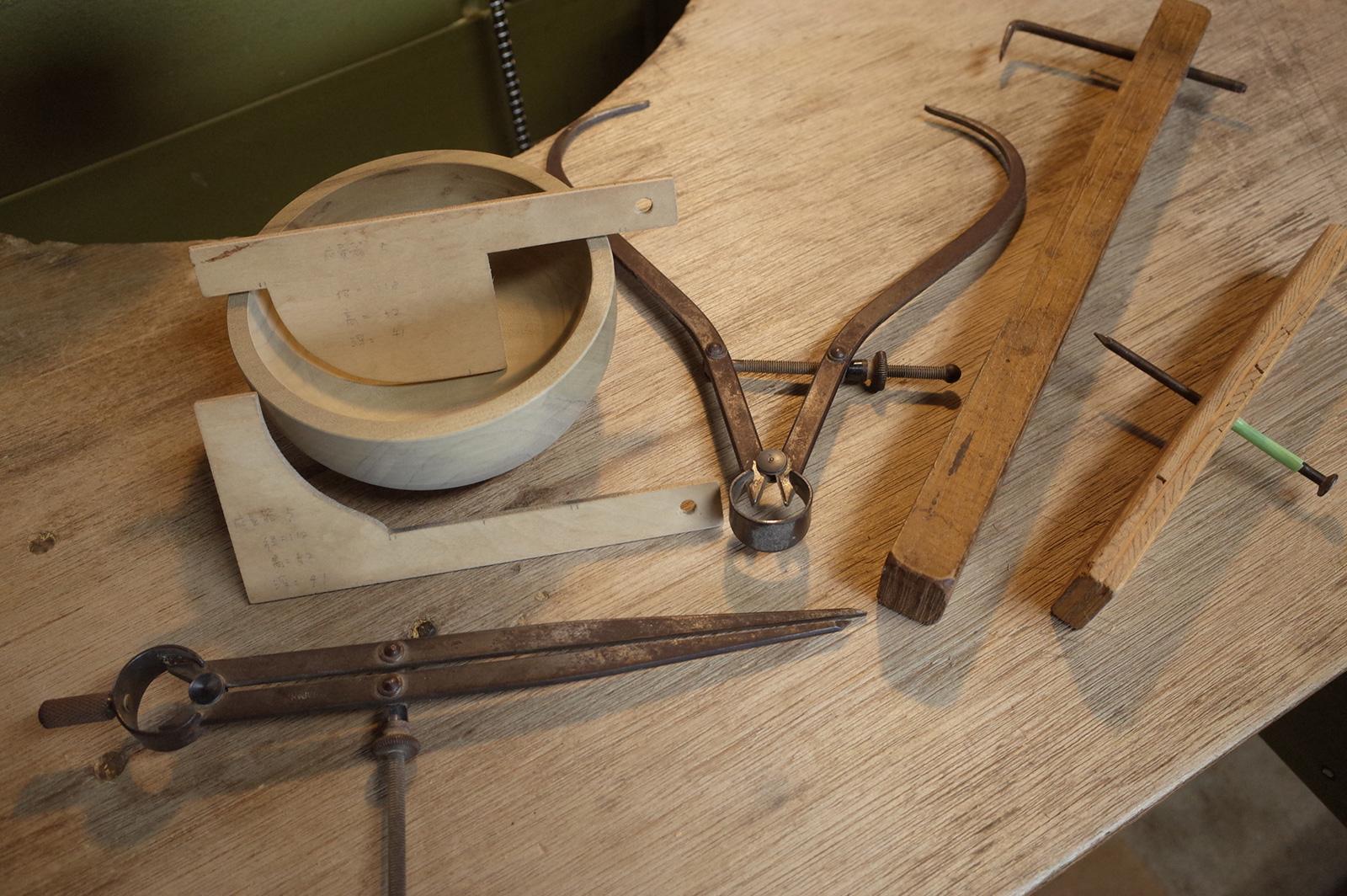 仕上げ削り工程で使用する「測る」道具類