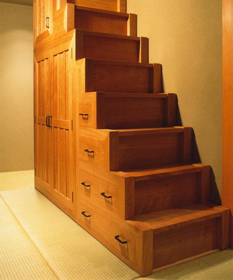 樺階段箪笥