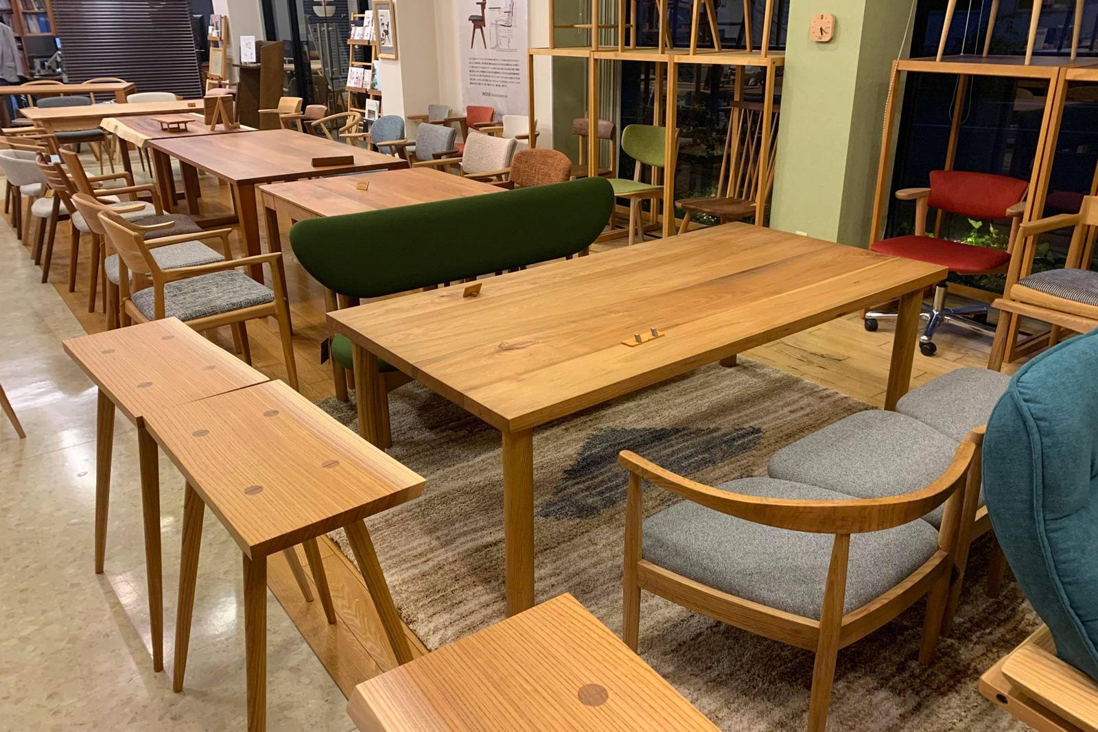 アメニティーショップアイ「木の椅子展」