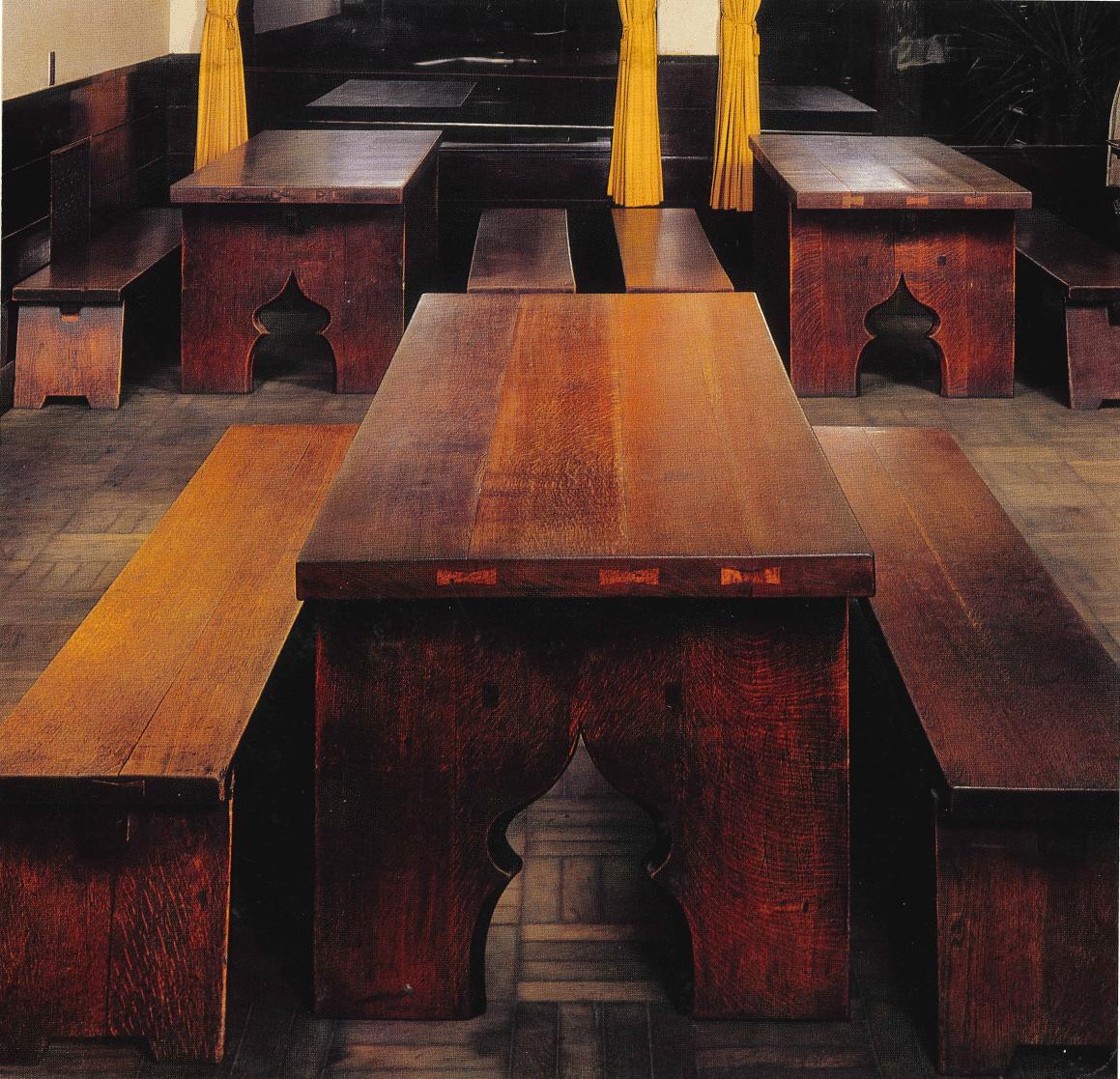 木工家、黒田辰秋が手がけた進々堂のテーブルとベンチ